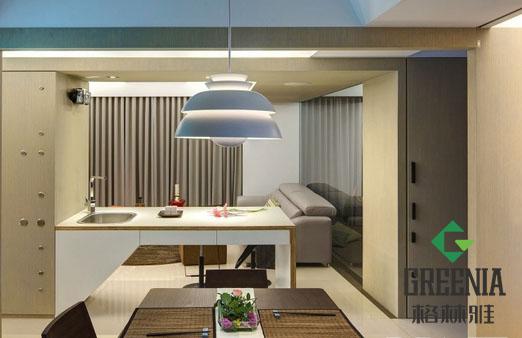 """""""木盒里的生活""""是目前和流行的一种装修风格,是使用不同风格的木纹防火板,达到一种典雅现代风格装修的目的,仿佛生活在木盒之中,加上绿色植物的点缀,就会有身临大自然的感觉。  今天格林雅为大家带来的是一个用木纹防火板装修现代风格公寓的案例。不论是墙面,还是橱柜家具,无一例外的使用了防火板贴面。  这个案例同时大量使用隔板将室内分割成不同功能区,门板则采用趟门设计,使得整个空间显得视野开阔,从而扩大了空间纵深感,让人觉得宁静而典雅。"""