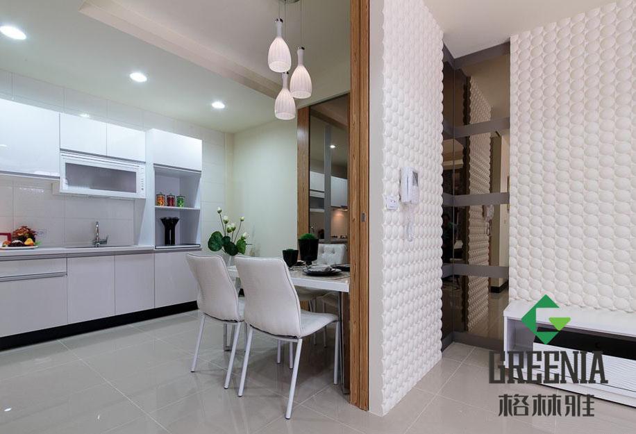 如何巧妙使用隔断板隔开客厅与餐厅?